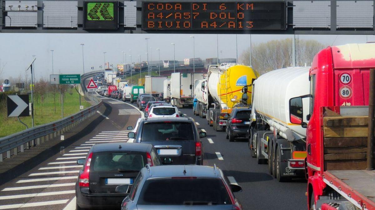 Rifiuti: 200mila tir partono dalle Regioni prive d'impianti
